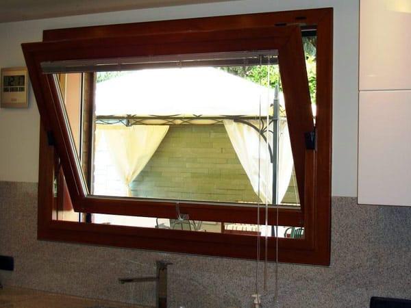 Serramenti in legno reggio emilia installazione montaggio migliori finestre scorrevoli sciuker - Finestre in legno prezzi ...